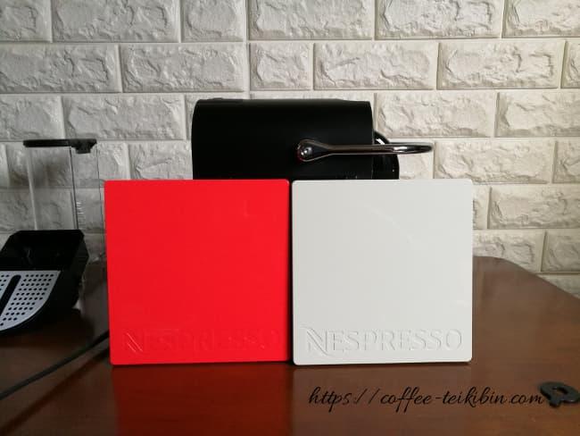 赤と白のデコレーションパネル